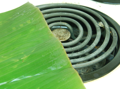 banana leaves on stove_Goudas Recipes_ Rice in banana leaf